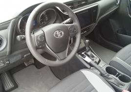 Toyota Auris Automatic  big thumb - 3